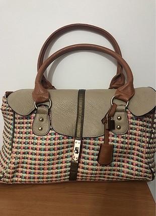 Koton yanları hasır detaylı taba üzeri renkli şık kol çantası