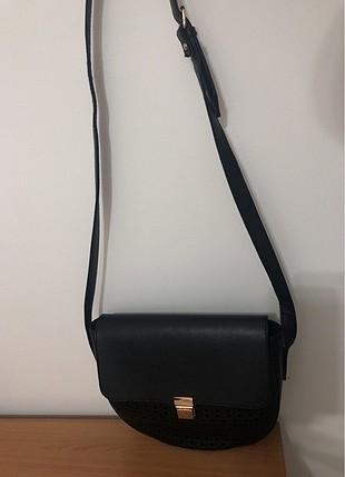 Koton boyundan asmalı siyah kol çantası