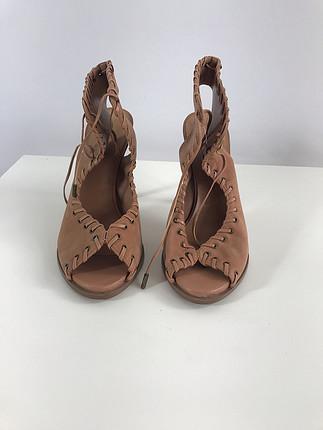 Bağcıklı topuklu ayakkabı