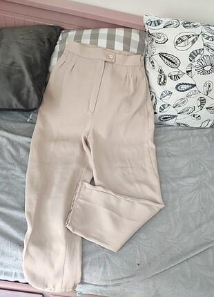 Bej dökümlü pantolon