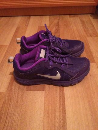Mor Nike