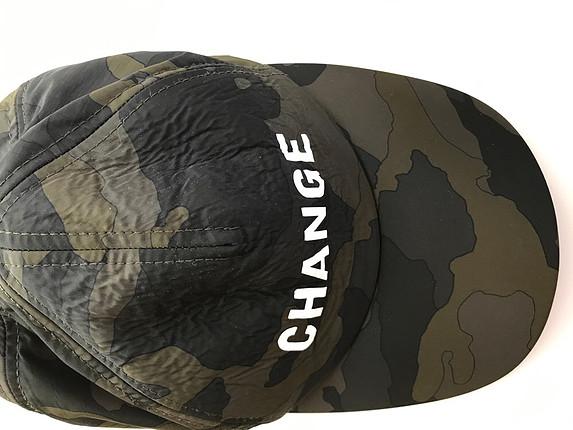 Kamuflaj desenli şapka