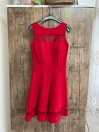 Astarlı kırmızı elbise