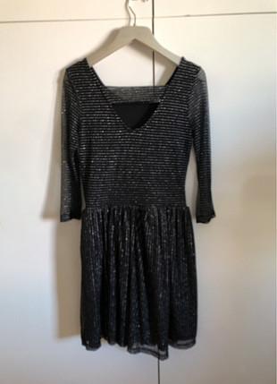 Siyah simli elbise