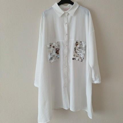 Payet Detaylı Beyaz Gömlek
