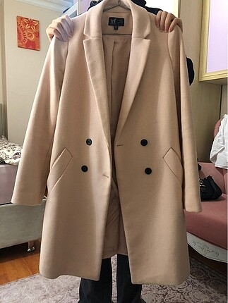 Zara kaban pudra renkte