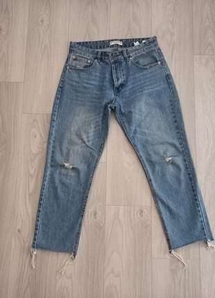 Pull and Bear Mom Jeans.