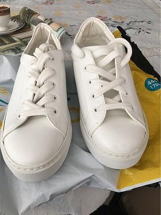 Beyaz spor ayakkabı 38 numara