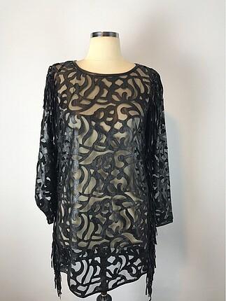 Transparan Elbise yan kısımları ve kolları püskül detaylı