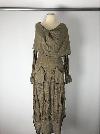 Uzun cep ve omuz detaylı elbise