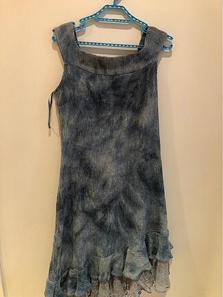 Asimetrik tül detaylı elbise