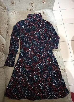 Çicekli elbise
