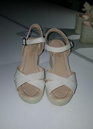 Yazlık dolgu topuk ayakkabı