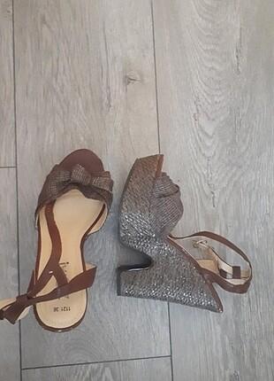Dolgu Topuklu Sandalet