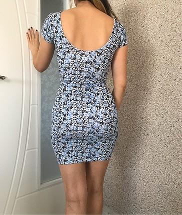 Vücudu saran mini elbise