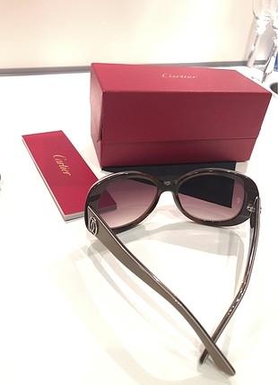 Cartier orjinal kutuda tum dokumantasyonu ile caminda Cartier lo