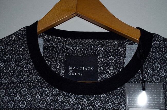l Beden siyah Renk Guess orjinal tişört