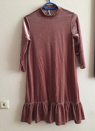 Pembe kadife elbise