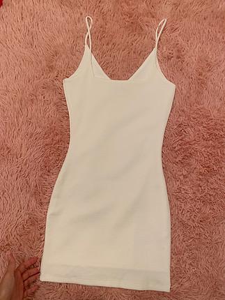 Beyaz astarlı elbise