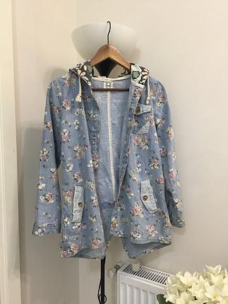 Çiçekli kot ceket/gömlek