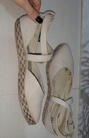 38 Beden krem sandalet