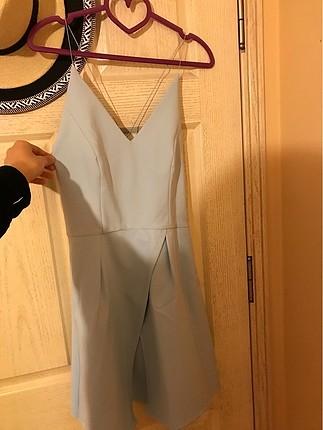 v yaka sırtı çapraz ipli mavi elbise