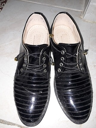 siyah ayakkabi