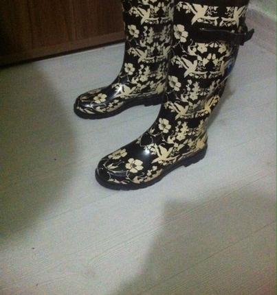 Harika yağmur çizmesi