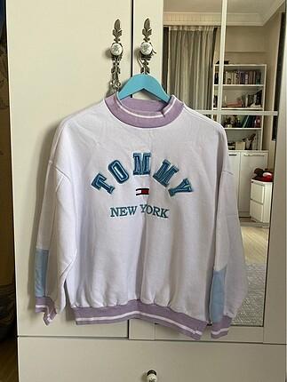 Tommy lila sweatshirt