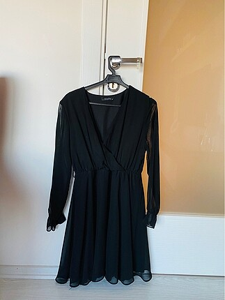 l Beden siyah Renk Tül detaylı siyah şık elbise