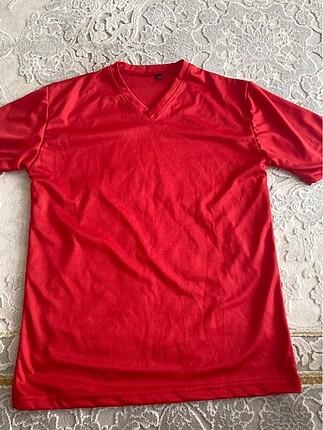 Kırmızı tişört