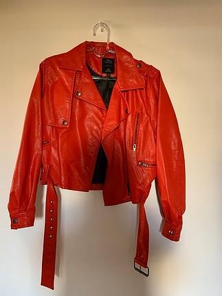 Kırmızı deri ceket yeni