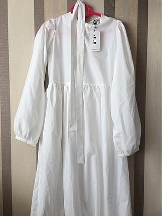 Beyaz uzun elbise