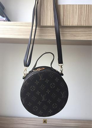 Yuvarlak omuz çantası