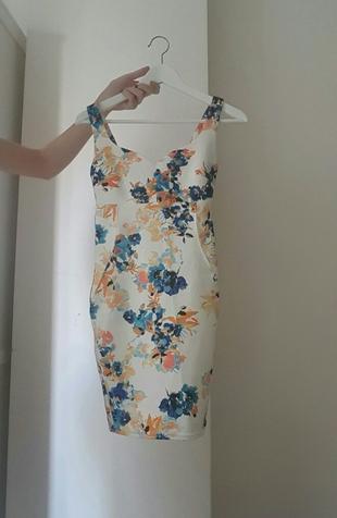 532b5e3e9a8bb Çiçekli Mini Elbise Bershka Mini Elbise %49 İndirimli - Gardrops