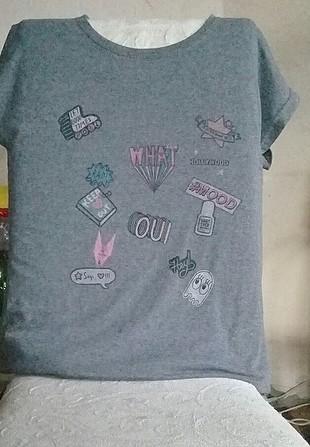 çok minnoş bir gri t-shirt