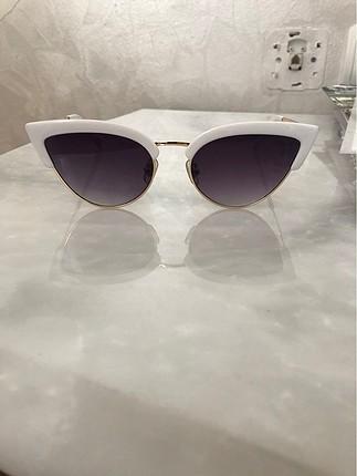 Güneş gözlüğü (vogue model)