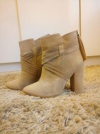 Pelinin Ayakkabılarından Vizon Süet Bot