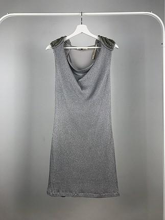 Sıfır Kol Omuz Detaylı Elbise