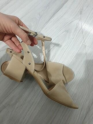 Ten renk sandalet