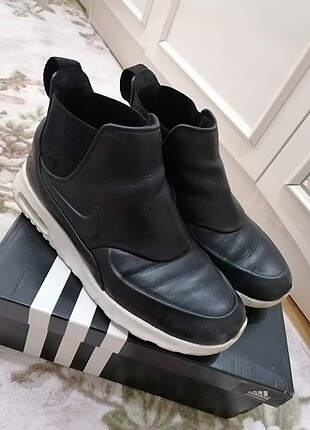 Nike thea mid
