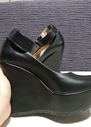 Diğer Dolgu topuklu siyah deri ayakkabı