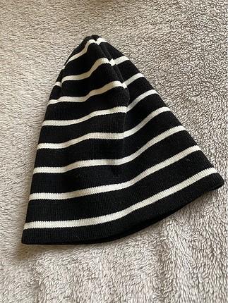 Siyah-Beyaz çizgili bere