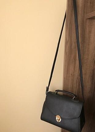 Siyah kol çanta