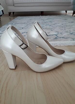 Stiletto kalın beyaz ayakkabı