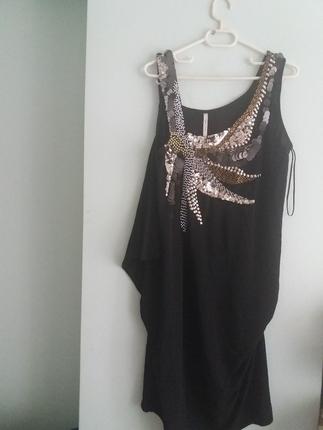Yeni etiketli elbise