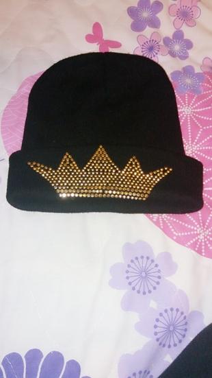 taç figür şapka
