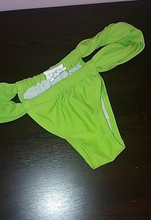 Yeşil bikini altı