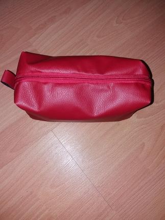 kırmızı makyaj çantası