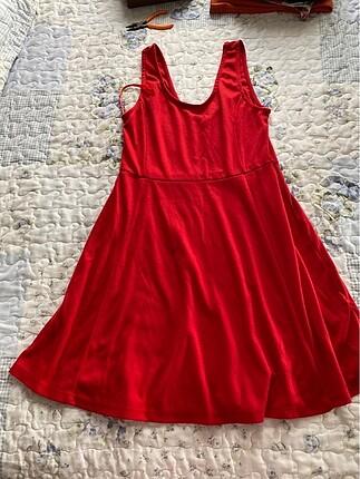 Kırmızı elbise